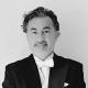 Marco Moncloa con esmoquin